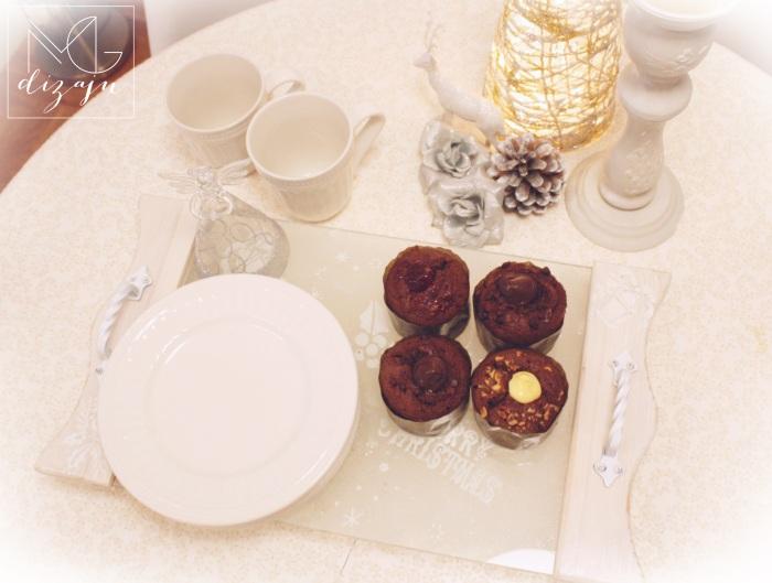 dekoracija stola za bozic praznici aranziranje